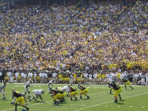 800px-20090905_Michigan_Wolverines_offense_vs_Western_Michigan