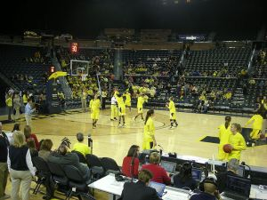 800px-Wisconsin_vs._Michigan_women's_basketball_2013_01_(Michigan_warming_up)